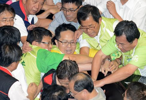 Taiwan Lawmakers Brawl in Parliament Over Nuclear Plant Vote