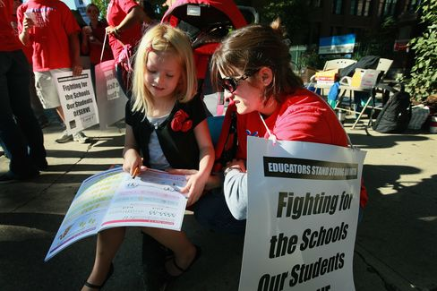 Debate on What Makes Teachers Good Drives Chicago School Walkout