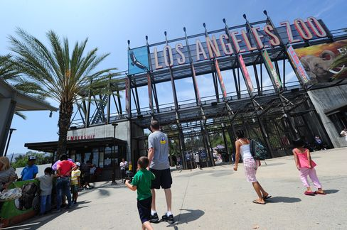 Los Angeles Outsourcing Zoo Shows City Cost-Cutting