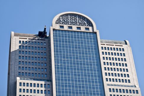 Comerica Climbs as Improved Credit Bolsters Profit