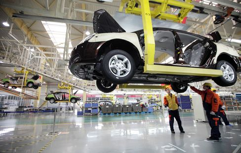 China's Manufacturing May Expand at Slower Pace, HSBC PMI Shows