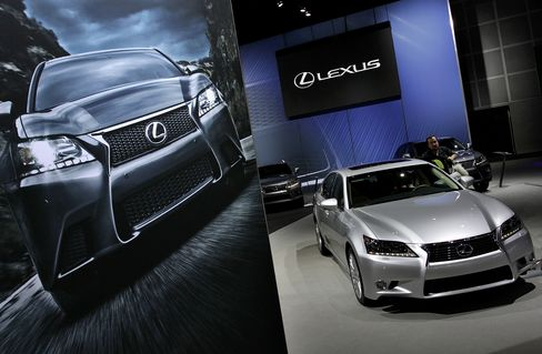 Toyota Said to Reveal Plans to Begin Production of Lexus in U.S.