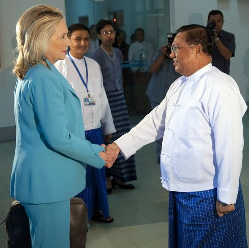 Clinton Moves to Upgrade Myanmar Ties