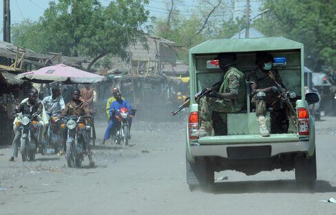 Vigilantes Armed With Machetes Fight Nigerian Islamist Militants