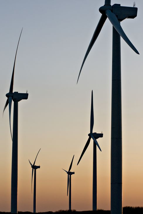Pickens Reviving Plans for Texas Wind Power at Smaller Scale