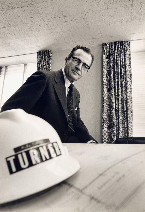 Howard Turner, Who Led Builder of World Landmarks, Dies at 100