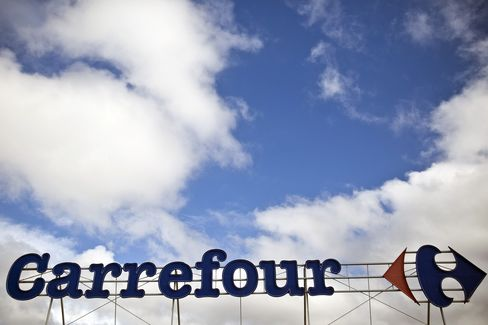 Carrefour Reports Smaller-Than-Estimated Drop in 2012 Profit