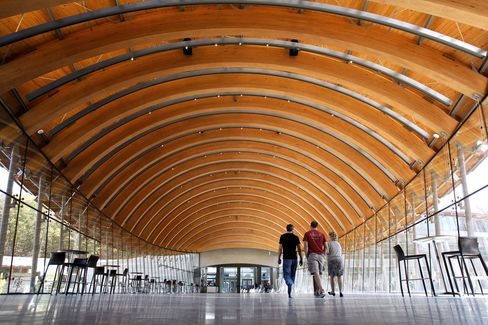 Arched wood beams form the ceiling of the cafe at the Crystal Bridges Museum of American Art in Bentonville, Arkansas. Photographer: Ketih Myers/Kansas City Star/MCT via Getty Images