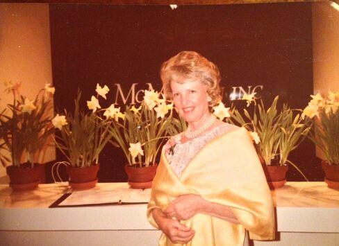 Betty Sherrill, Eminent Manhattan Designer, dies at 91