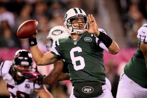 Jets' Sanchez Will Start Against Colts Despite Losses, Ryan Says