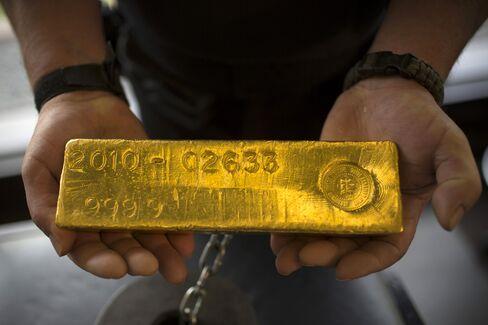 Gold Reaches One-Week High as Fed Members Seek More Job Gains