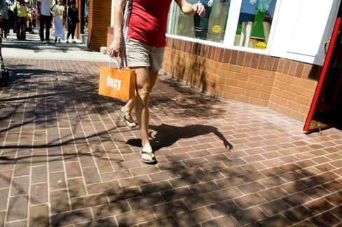 Consumer Spending in U.S. Unchanged in June as Incomes Rise