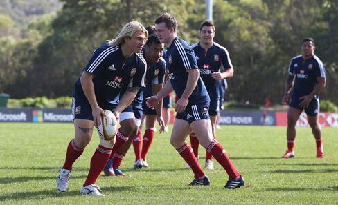 Linde Freezes British Lions Rugby Stars in Health Care Scrumdown