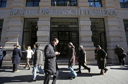 Monte Paschi Investors Approve Capital Plan to Get State Aid