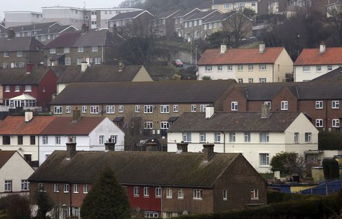 Lenders Seen Facing $15.6 Billion in U.K. Real Estate Swap Bills
