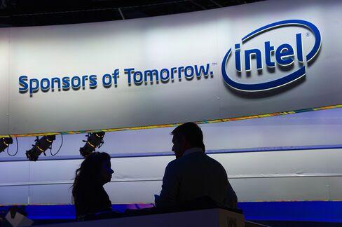 Intel Sales Forecast Falls Short of Some Estimates on PC Slump
