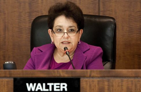 Mary Schapiro Will Step Down as SEC'S Chairman Next Month