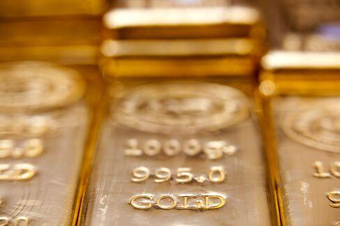 Gold Traders Extend Bullish Streak on Debt Crisis