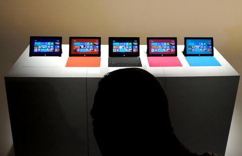 Microsoft to IBM Struggle to Manage Mobile-Computing Shift