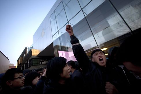 Apple Beijing Store Pelted With Eggs After Botched Debut