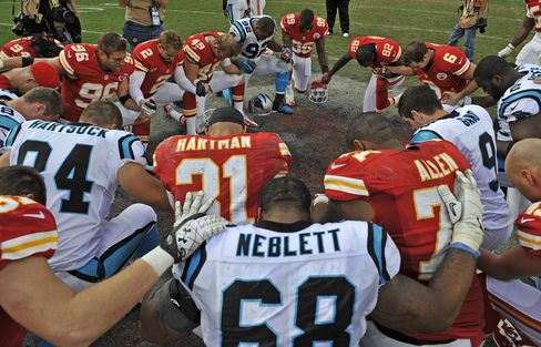 Chiefs Win NFL Game One Day After Fatal Shootings by Teammate