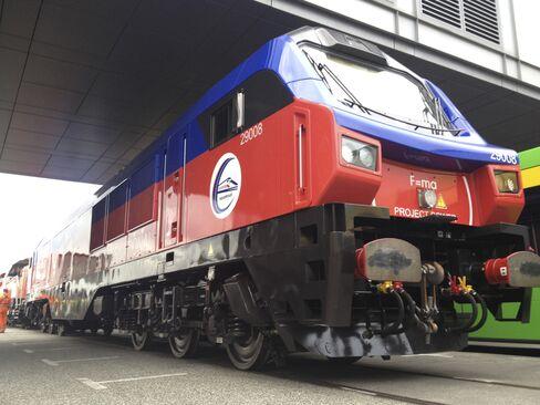 GE-Caterpillar Gas Locomotive Race to Cut Buffett Cost