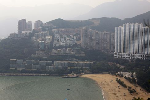 The Belleview Drive property is viewed along with other residential buildings in Repulse Bay, Hong Kong. Source: Bloomberg