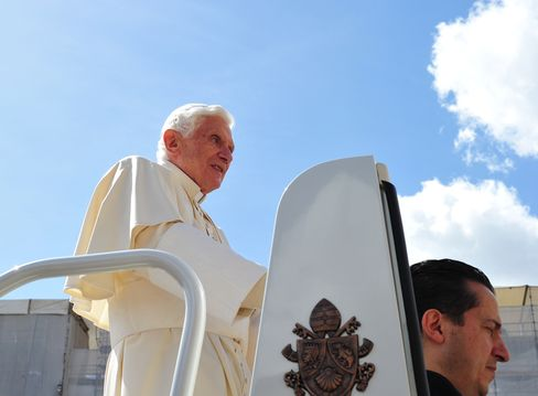 Pope's Butler Admits Document Leaks, Says Innocent of Theft