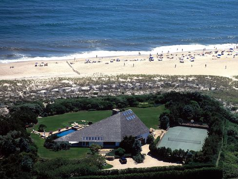 Hamptons Home Prices Rise as Luxury Beach Properties Lure Buyers