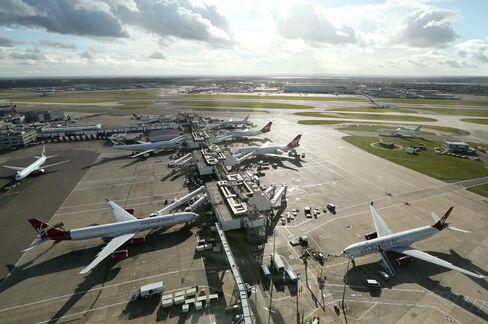 London Mayor Aims to Swap Heathrow Hub for 100,000-Home Town