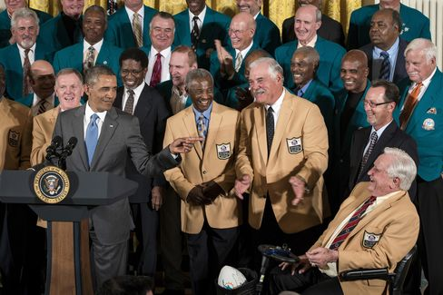Obama Gives '72 Dolphins Their Better-Late-Than-Never Honor