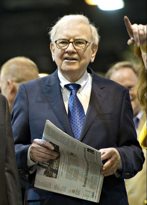 Buffett Plans More Newspaper Deals as Omaha Serves as Test Case
