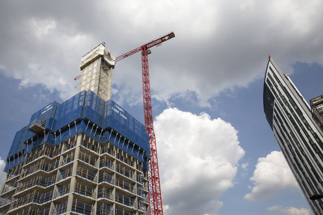 London's rents are rising as high as its new apartment buildings. Photographer: Simon Dawson/Bloomberg