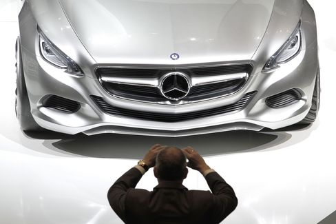 Daimler Losing Value to BMW as Pure Luxury Wins Investors