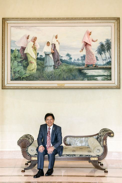 Idris Jala Keeps Malaysia's Economic Program on Track