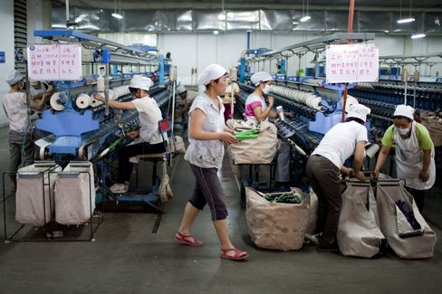 China's Manufacturing Growth Slows as Economic Recovery Falters
