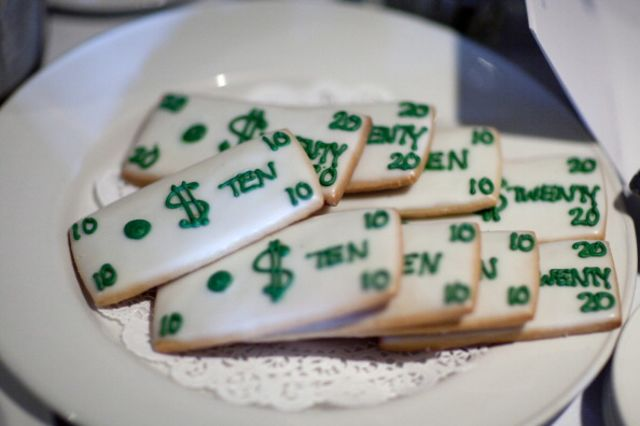 It's money. On a table. But it's also cookies. Photographer: Andrew Harrer/Bloomberg