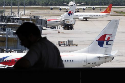 Flight 370 Search Resumes as Airline Says No Hope of Survivors