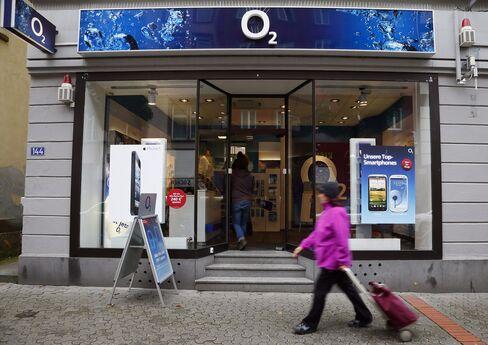 Telefonica's German Unit Selling Bonds After Shares Advance 10%