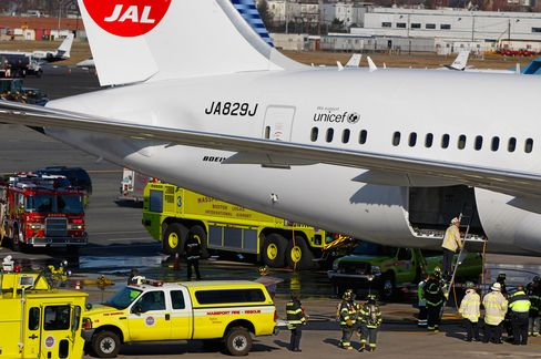 Dreamliner Fire Shows Battery Risk in Plug-in Cars, Smartphones