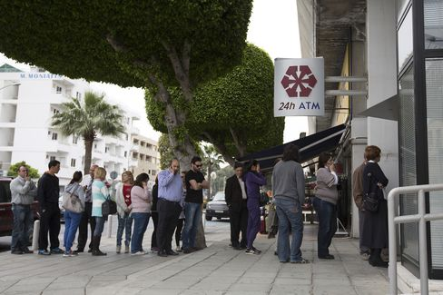 Euro Area Said to Weigh Closing Cyprus Banks, Asset Freeze