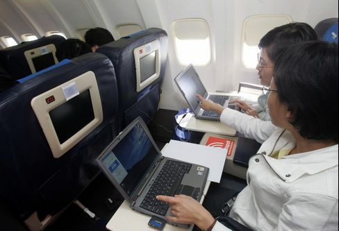 More Device Use on U.S. Flights to Be Allowed by End of Year