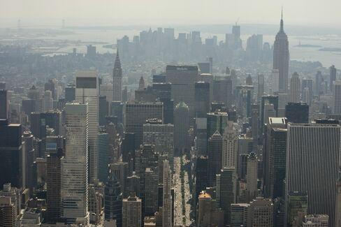 Manhattan Office Leasing Declined 36%