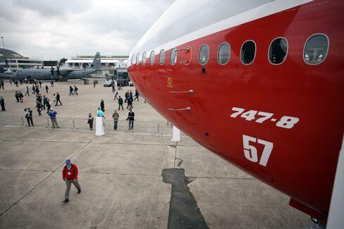 Boeing Jumbo Takes Paris Spotlight, Airbus A380 Scrapes Wall