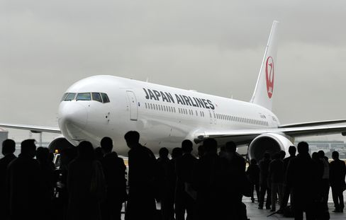 Dreamliner Customers Lean on 30-Year-Old Planes to Fill Network