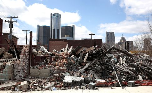 Stately Detroit Homes Rot as Appraisals Stall Sales
