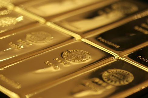 Paulson Steps Up Gold Bet to 44% of Hedge Fund's Equity Assets