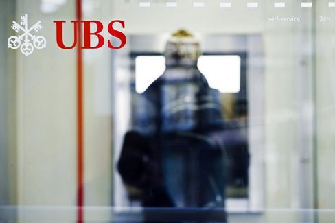 UBS Bond-Bonus Plan Gives Bankers Incentives to Take Less Risk