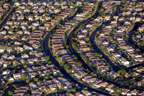 Underwater Homeowners in U.S. Regain Equity as Prices Increase