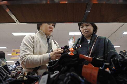 Japan CPI Fall Shows BOJ Challenge to Meet 2% Inflation Goal